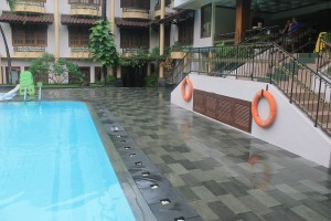 Outdoor pool floor with 2 color basalt