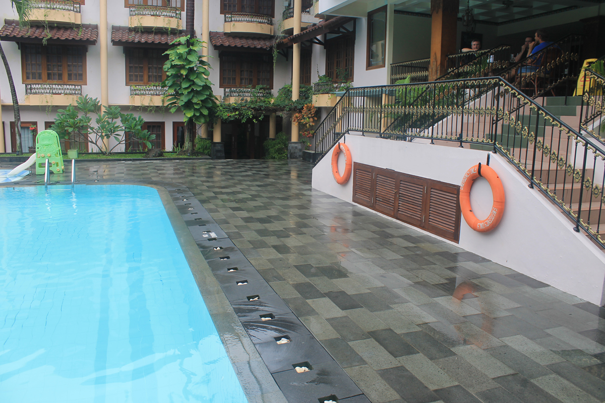 Limestone tiles for outdoor at factory price by stone depot for Jogja plaza hotel swimming pool