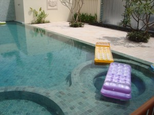 Outdoor pool with green sukabumi stone (Courtesy Camstone Cambodia)